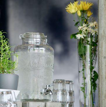 Blumenvase und Wasserspender aus Glas