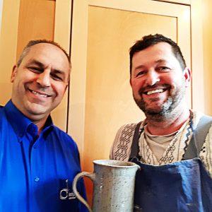 Abbildung zeigt unseren Trinkwasserheld Josef Wieser mit Trinkwasserberater Norbert Lehner
