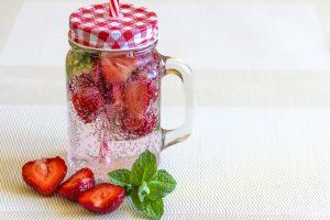 Erdbeeren in Leitungswasser
